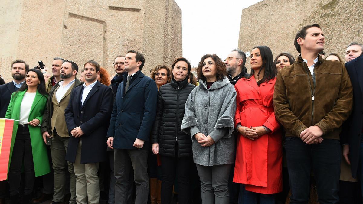 Dirigentes del PP, Cs y Vox en la plaza de Colón.