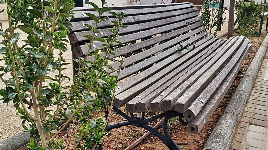 El Barrio del Cristo mejora espacios y mobiliario