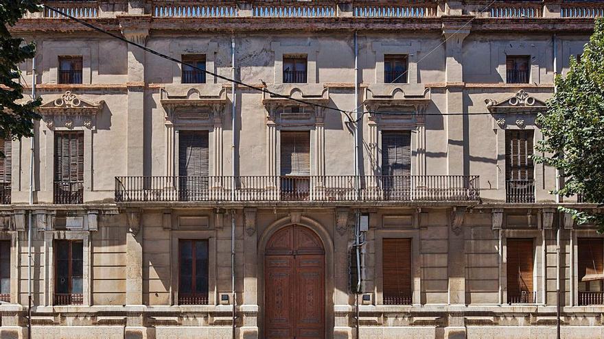 Figueres intenta vendre la Casa Nouvilas per 2,6 milions menys del preu de compra