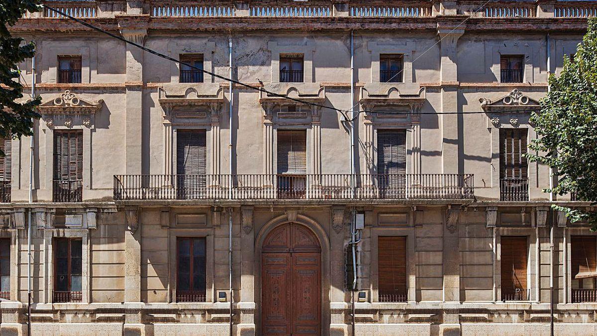 La Casa Nouvilas de Figueres, del segle XIX, que es va adquirir el 2008