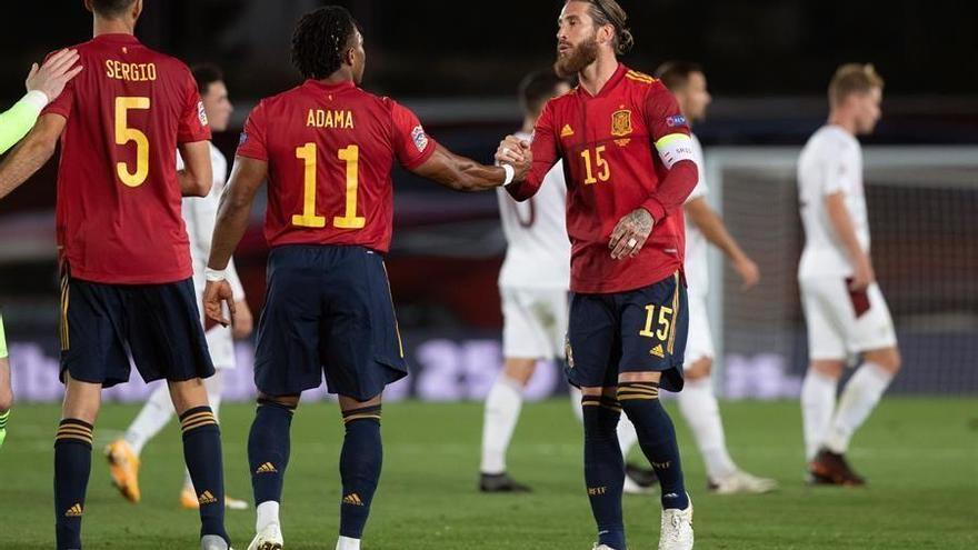 España saca adelante un duelo áspero ante Suiza