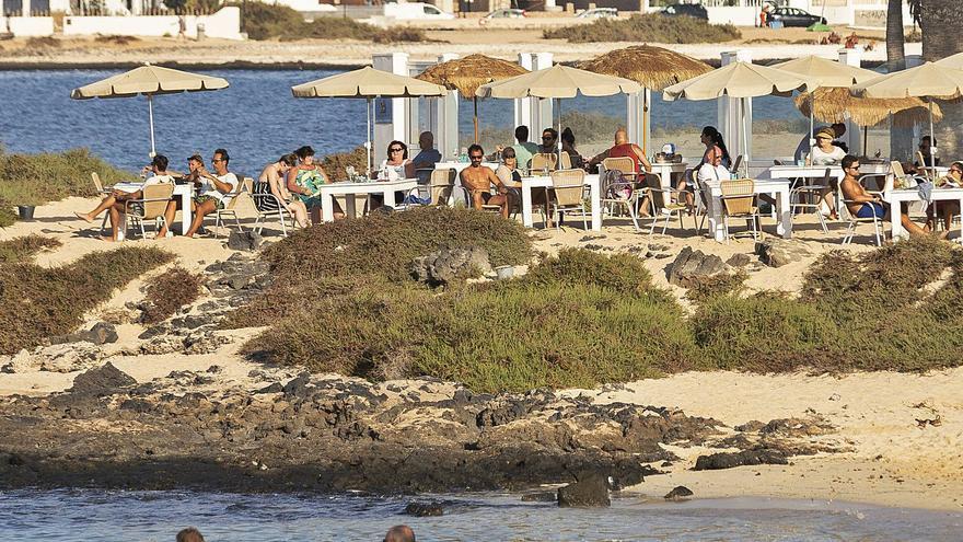 El verano insufla aliento al turismo y al comercio majorero