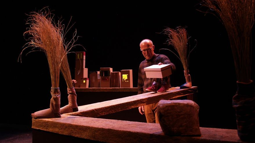 El ciclo de Teatro Infantil trae a Málaga el Premio Max de 'Zapatos nuevos'