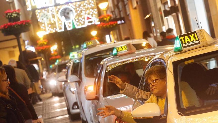 Los taxistas pasearán esta Navidad a los mayores de los centros municipales de participación activa