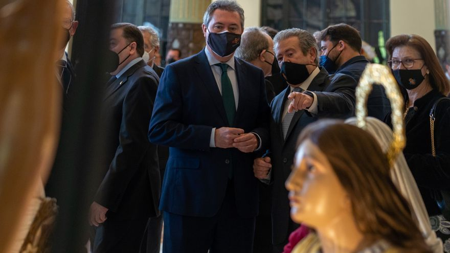 El alcalde de Sevilla participa en Málaga en el centenario de la Agrupación