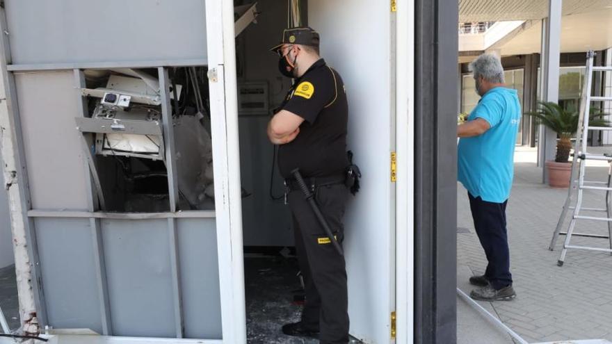Vuelan por los aires un cajero automático en Gran Alacant en Santa Pola