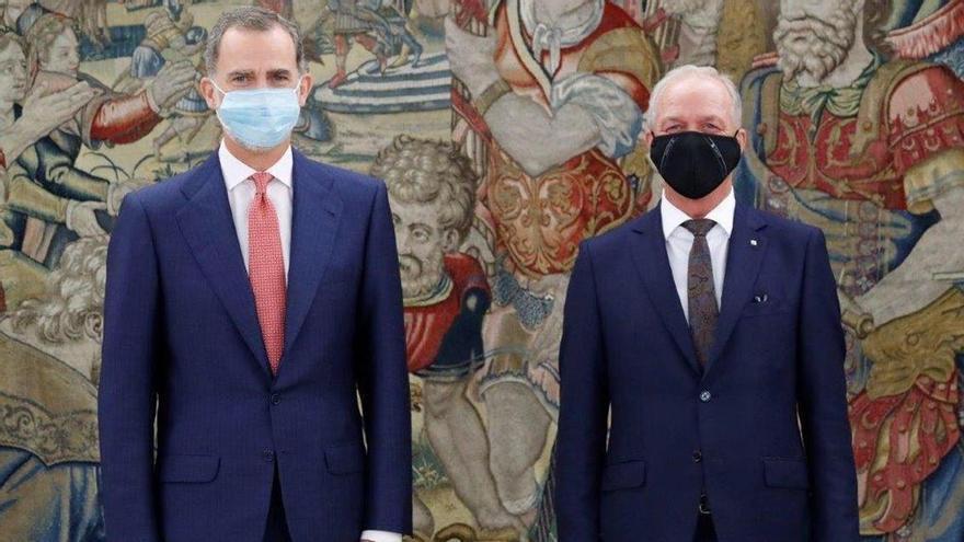 El Rey Felipe VI recibe al presidente de Seat, Carsten Isensee