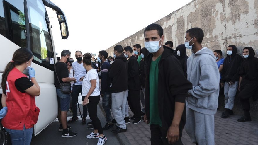 """Onalia Bueno teme que dejen salir este miércoles a más de 200 migrantes """"sin dinero, sin comida y en la calle"""""""