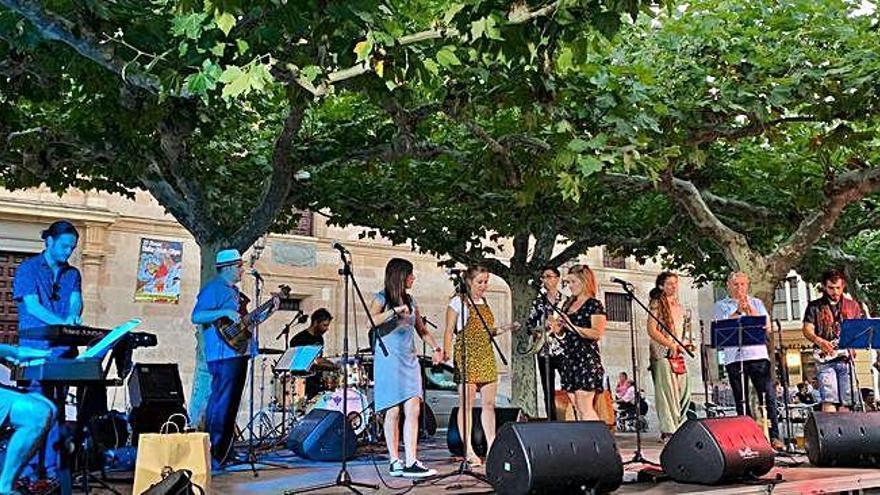La banda leonesa Goodman Collective abre las Noches de Jazz en la plaza de Viriato