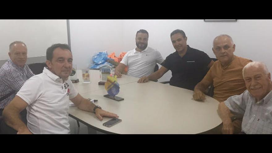Julio Suárez firma por el Telde