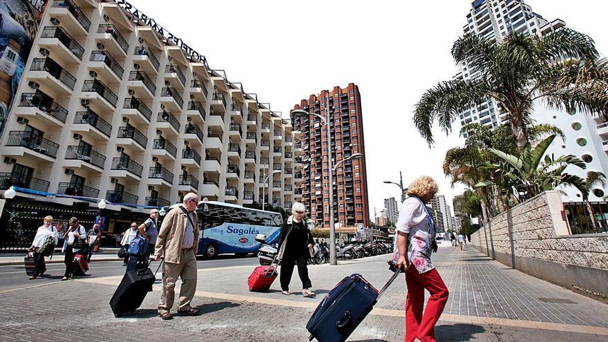 La Generalitat pide a Reino Unido fijar las restricciones para viajar por autonomías