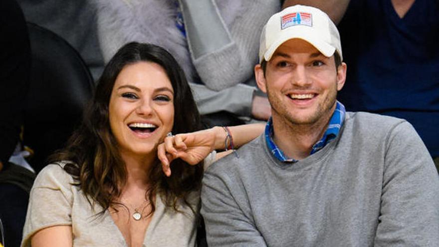 Ashton Kutcher y Mila Kunis se ríen de su supuesta ruptura