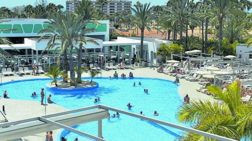 Grupos hoteleros nacionales buscan alargar el verano a base de ofertas
