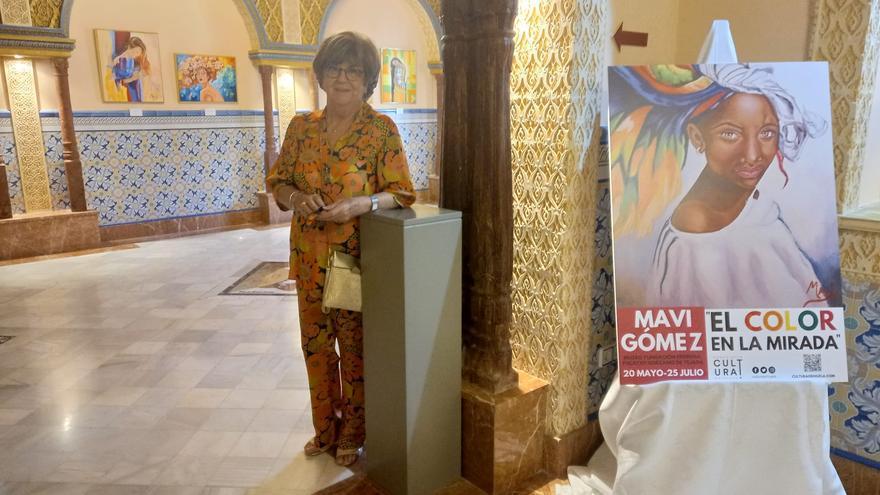 """La artista dolorense Mavi Gómez expone su obra """"El color en la mirada"""" con una visita guiada en el Palacio Sorzano de Tejada de Orihuela"""