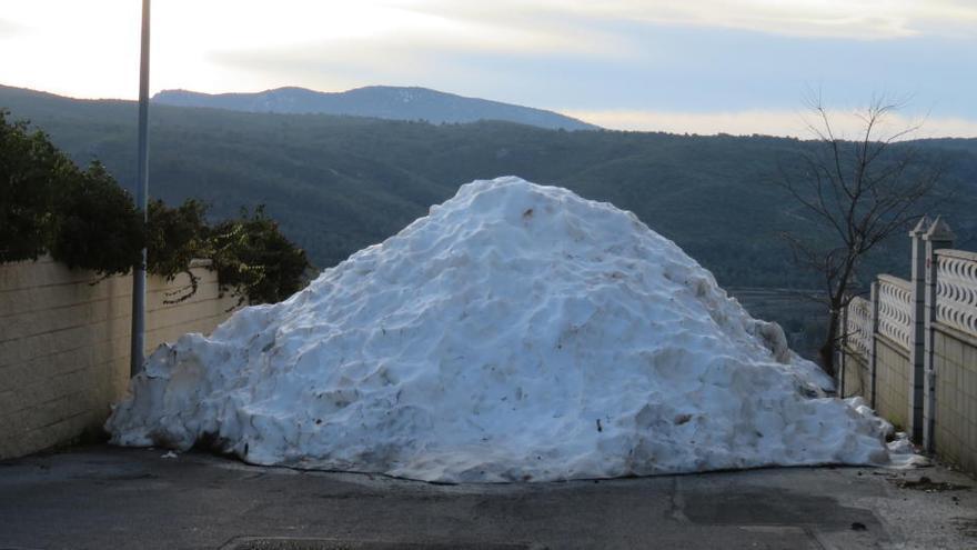 Los últimos montones de nieve en Banyeres de Mariola