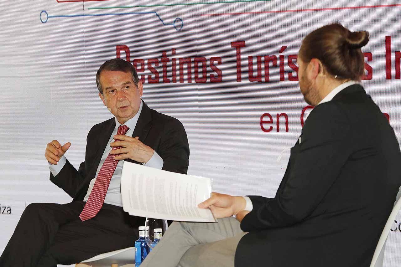 abel caballero y el subdirector de FARO José Carneiro.jpg