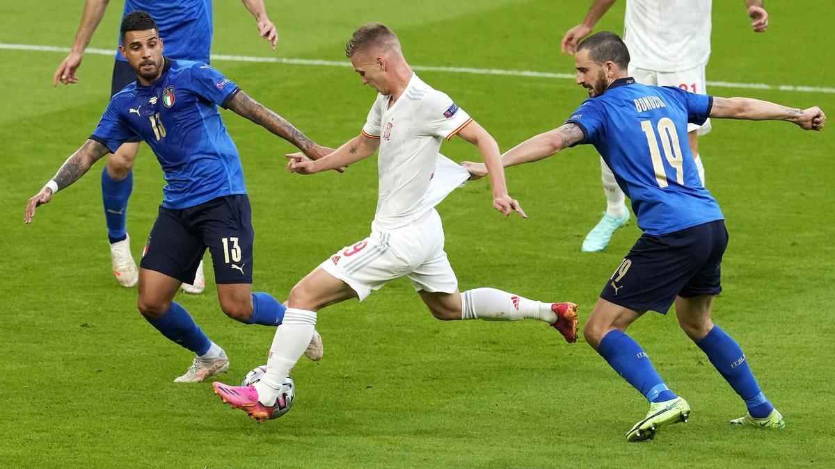 Dani Olmo, muy activo en el partido ante Italia.
