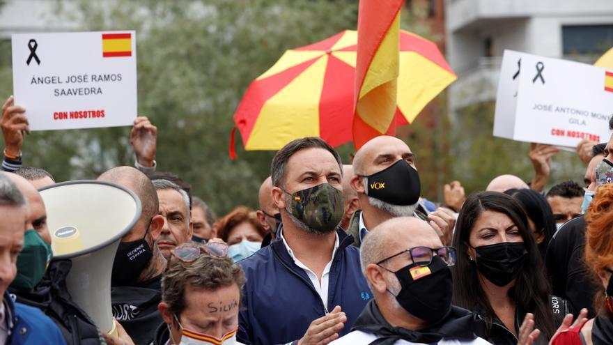 Incidentes entre manifestantes de Vox y grupos antifascistas en Mondragón