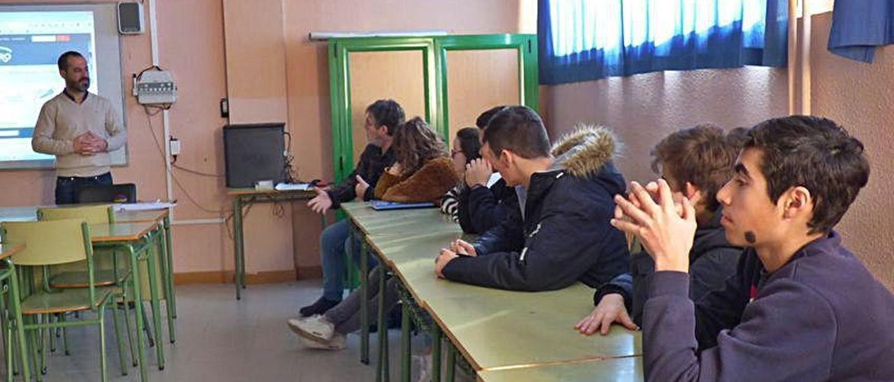 Alumnos en el IES Astures.