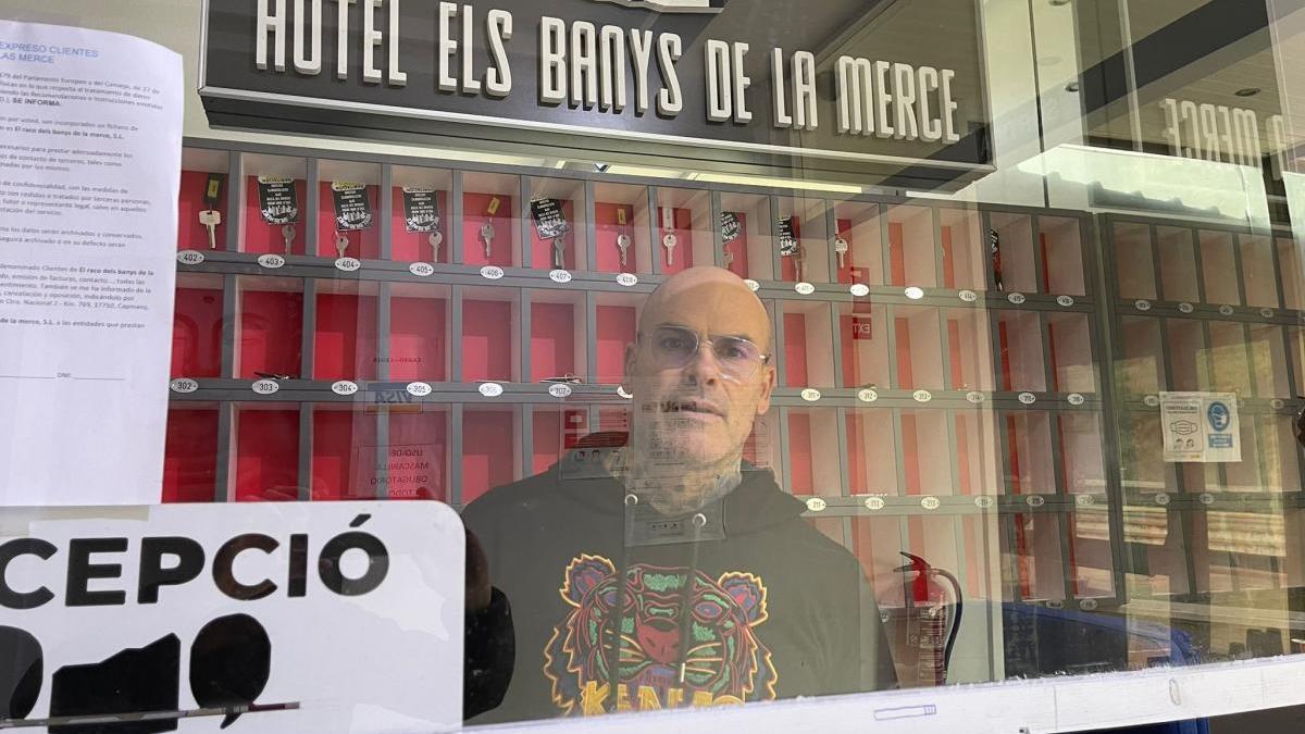 El propietari de l'hotel Els Banys de la Mercè de Capmany, Patricio Gant.