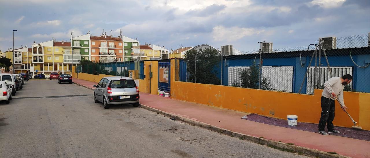 Imagen de los barracones del Colegio Público Amanecer en Torrevieja