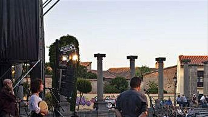 Zamora da la despedida a la XXVII Muestra de Folklore en la plaza de la Catedral