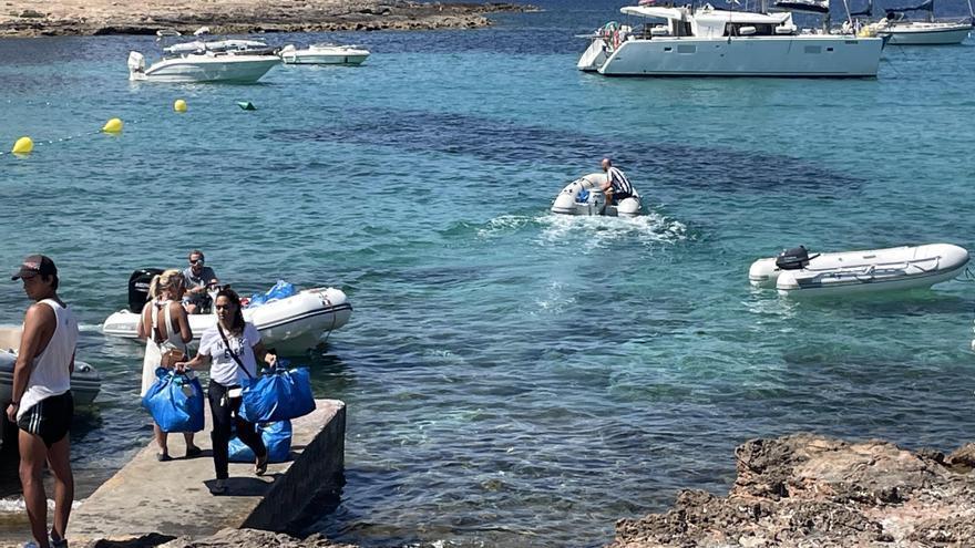 Alertan sobre más de 20 chárters ilegales operando en la bahía de Sant Antoni