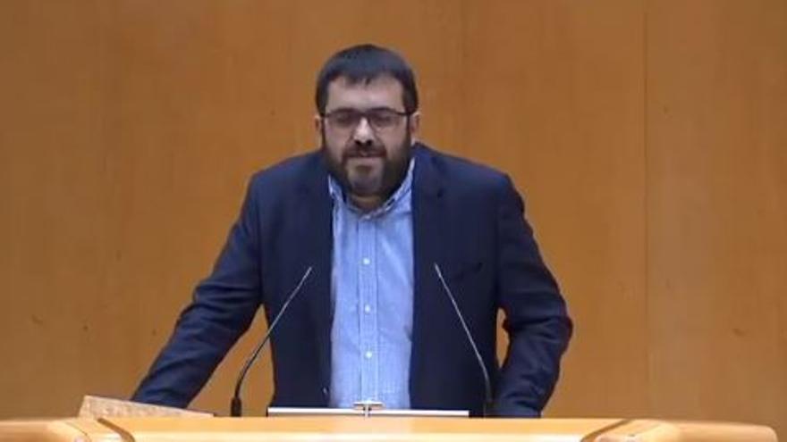 """Vidal emociona al Senado con la historia del """"niño que no podía ver la pizarra"""""""