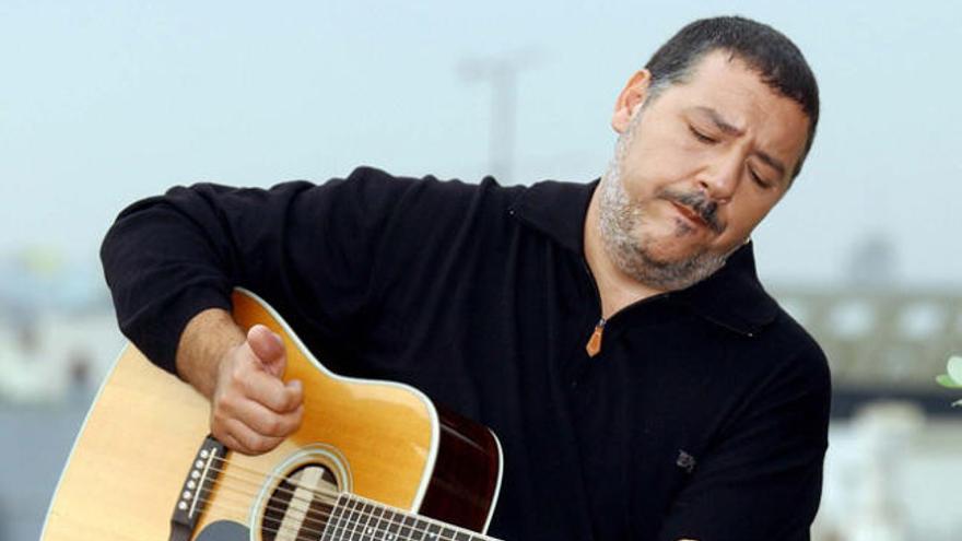 """Carlos Goñi: """"Llegué a decir que quería ser el Serrat de los 90"""""""