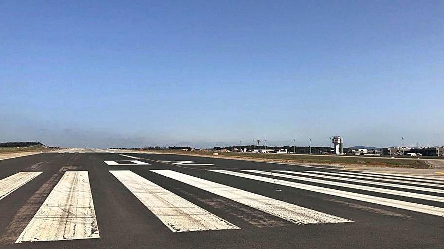 Aena inicia les obres de regeneració  del paviment de la pista de l'aeroport