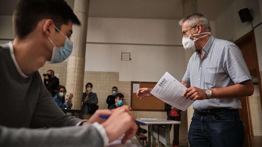 Los alumnos con escasos recursos no tendrán que pagar la tasa de la EBAU