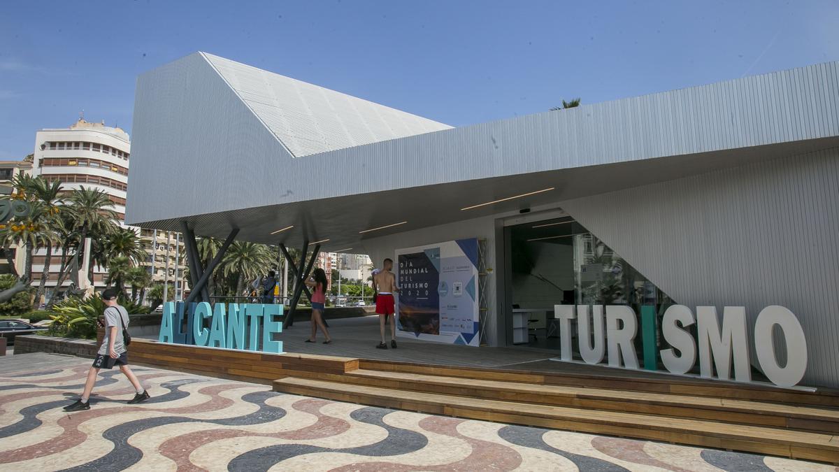 La nueva Oficina de Turismo de Alicante ya está en funcionamiento.