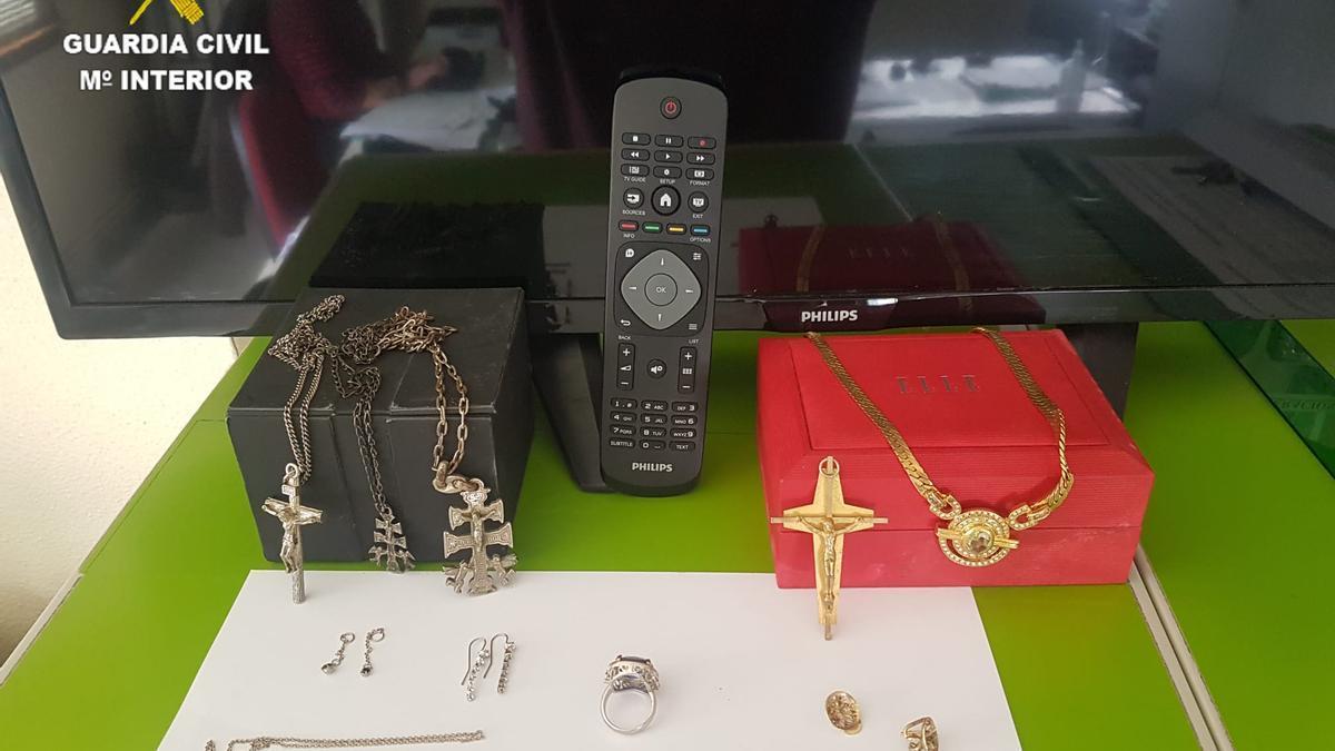 Objetos robados, recuperados por la Guardia Civil de Arteixo.