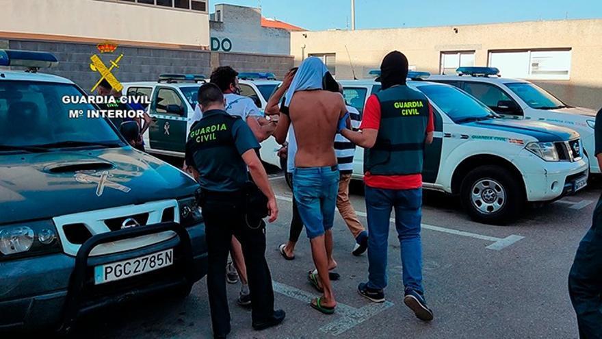 Desmantelada una banda en Torrevieja que ocupaba viviendas para venderlas o montar un puntos de venta de droga