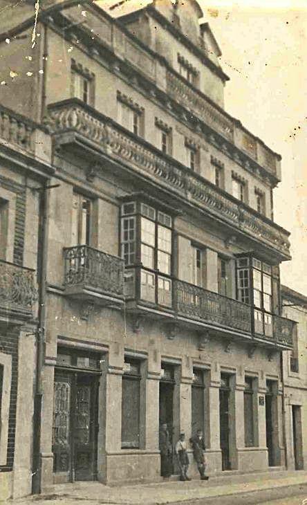 Una imagen antigua del inmueble en la calle Julián Valverde. ,