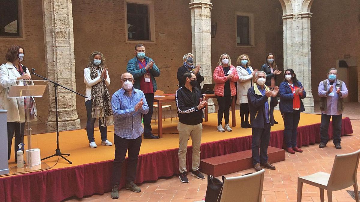 La junta directiva provisional de Cor de Vila, en el claustro del Castell. | C. GARCIA