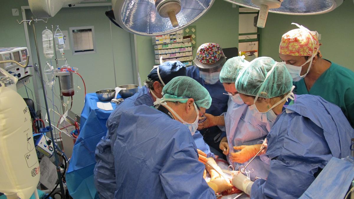 Imagen de archivo de una operación en un centro hospitalario.