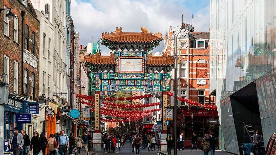 El PP pide que se paralice el Chinatown de Pelayo porque divide a los vecinos