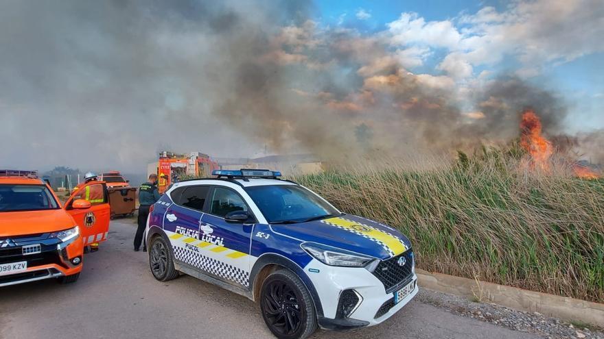 Un incendio obliga a desalojar una residencia canina en Puçol