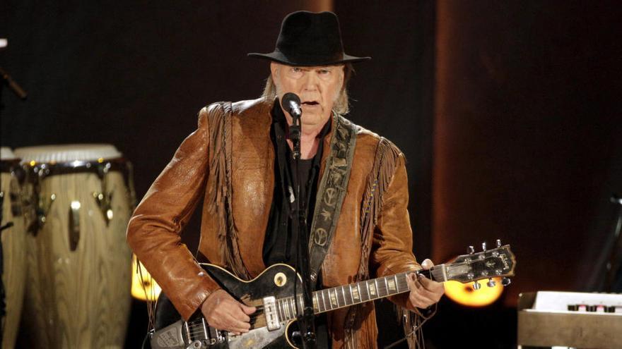 Neil Young denuncia a Trump por usar sus canciones sin permiso en sus mítines