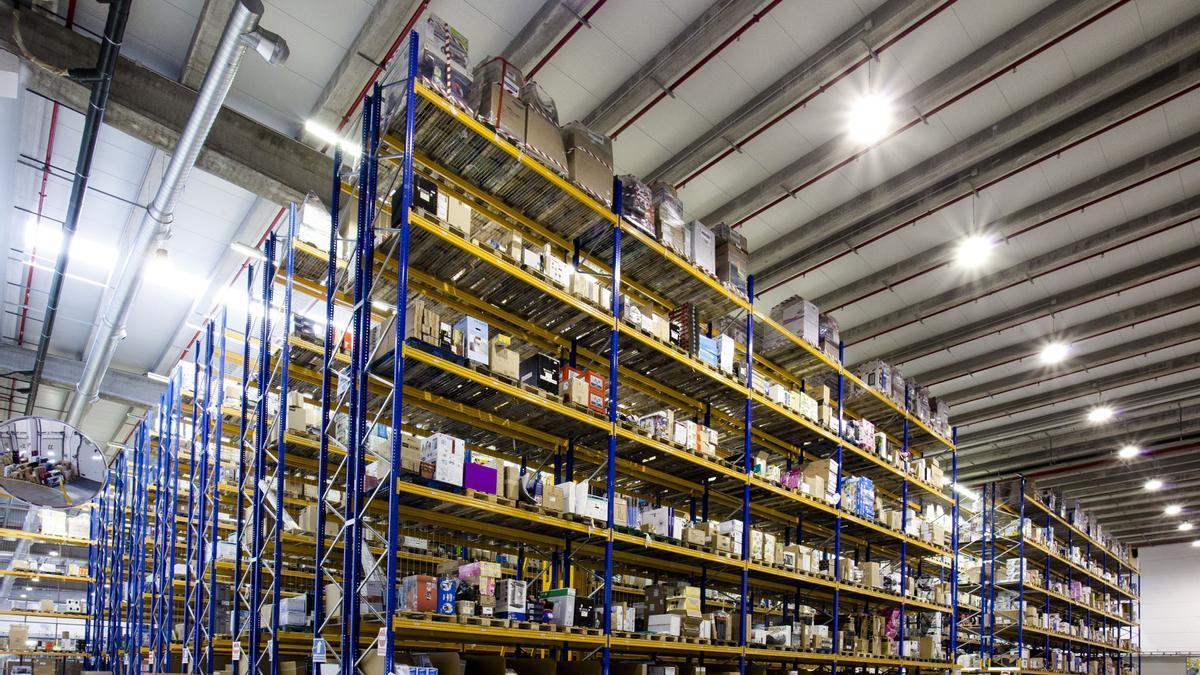 Uno de los almacenes de Amazon que gestiona paquetería de gran volumen.