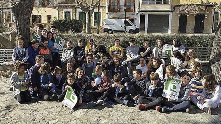 El escolars d'Esporles netegen el torrent