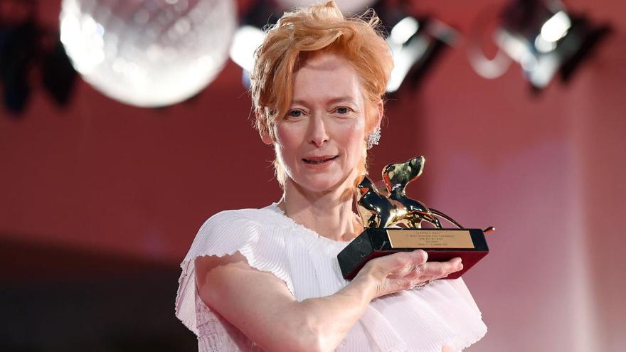 """Tilda Swinton, la """"chica punk"""" galardonada con el León de Oro del Festival de Venecia"""