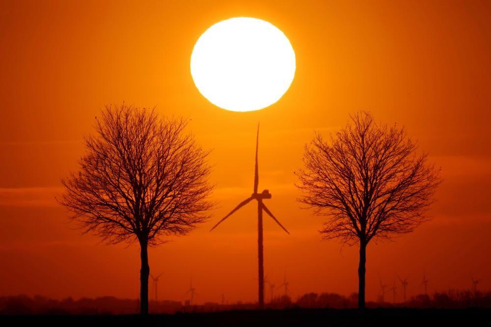Puesta de sol en Bourlon, France.