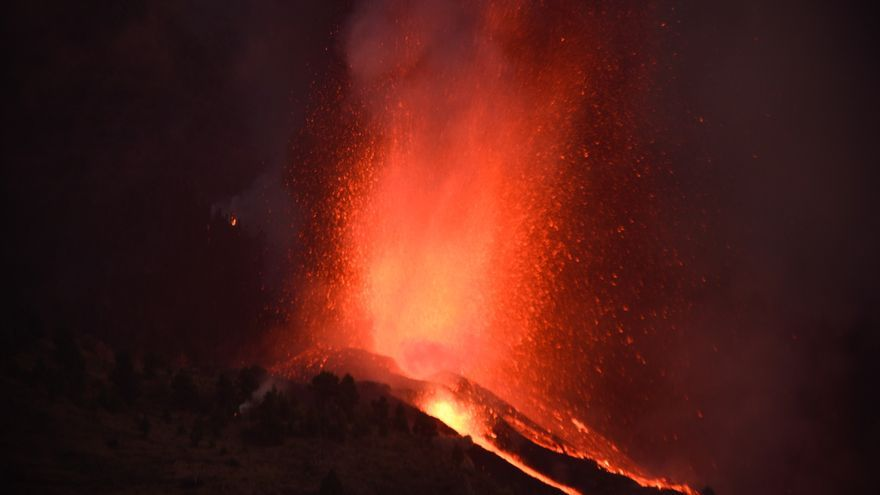 VÍDEO | Entre 5.000 i 10.000 persones evacuades a causa de l'erupció del volcà de l'illa de La Palma