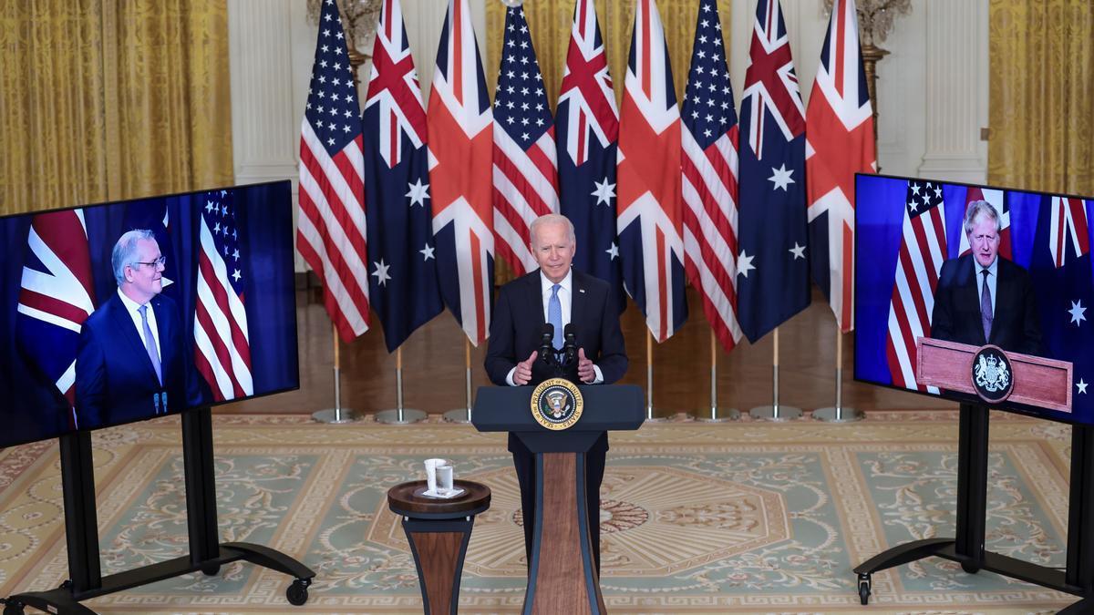 Biden preside el anuncio de la nueva alianza en conexión virtual con el primer ministro australiano, Scott Morrison, y el británico, Boris Johnson.
