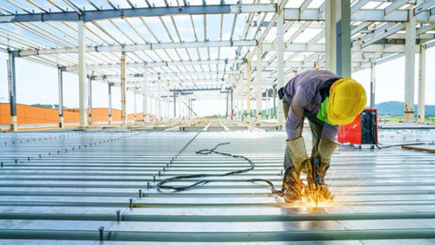 Encuentra trabajo en Valencia como soldador, administrativo o mecánico, entre otros