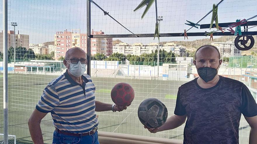 Vivir día y noche con un campo de fútbol