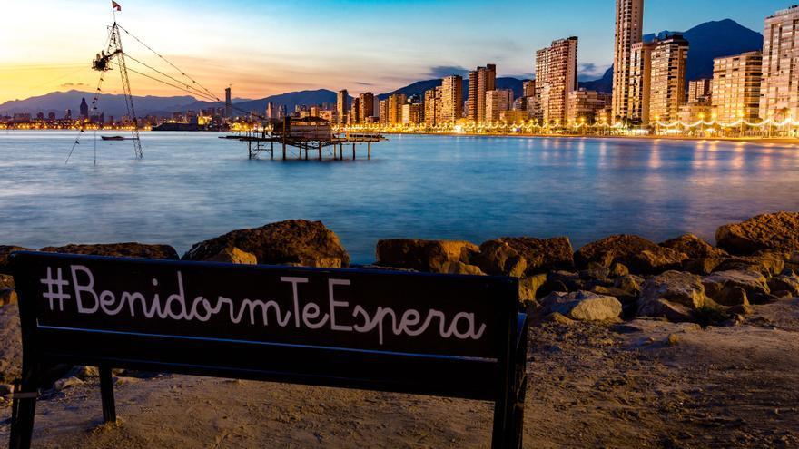 De eslogan de recuperación turística de Benidorm a canción benéfica