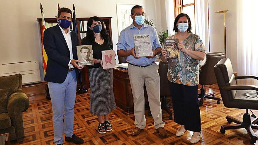 El Gil-Albert dona 350 libros a la Fundación M. Hernández